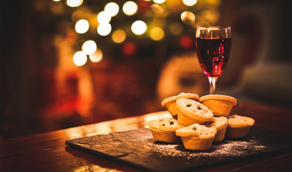 Mince pies and mulled wine at New Park Manor luxury family hotel