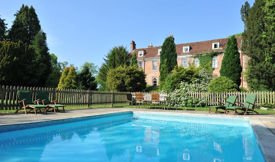 Outdoor swimming pool at Hampshire hotel New Park Manor