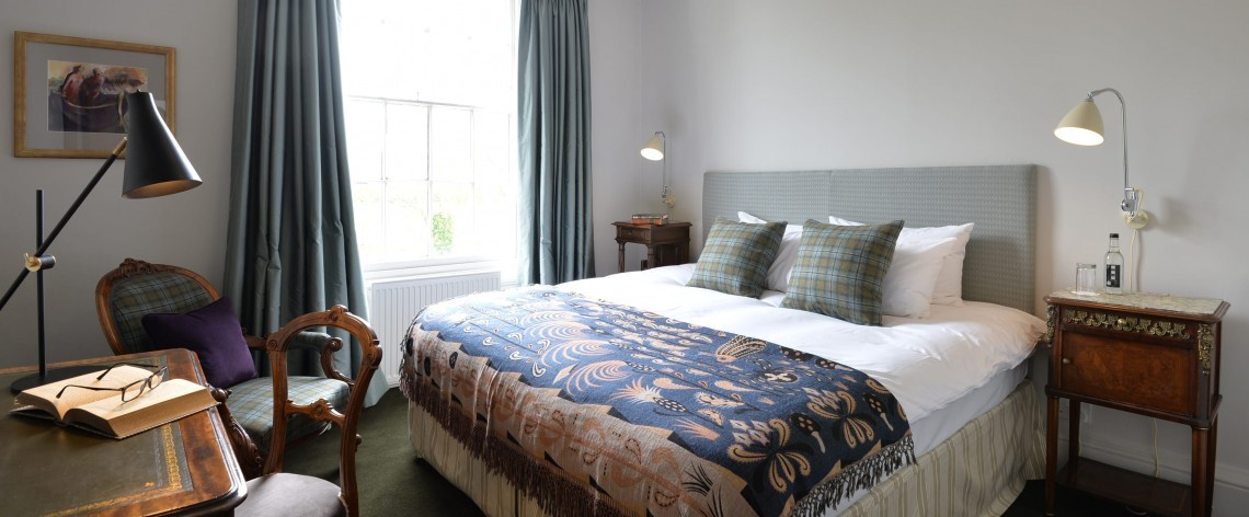 Country classic double hotel room in the New Forest National Park