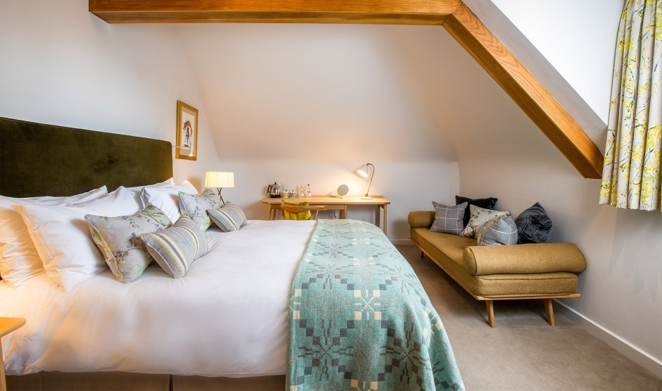 Roe double room with bath and shower at New Park Manor hotel